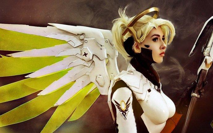 Косплей Mercy из игры Overwatch